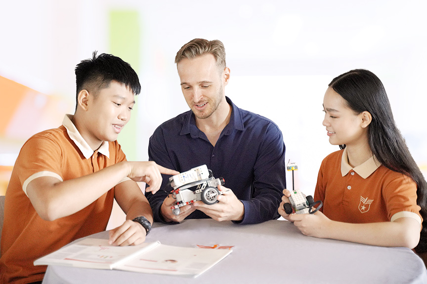 Chương trình giảng dạy cân bằng giữa giá trị truyền thống Việt Nam và tiêu chuẩn quốc tế
