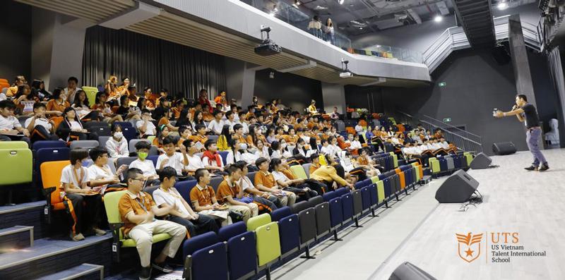 hướng nghiệp cho học sinh trung học cơ sở tại UTS